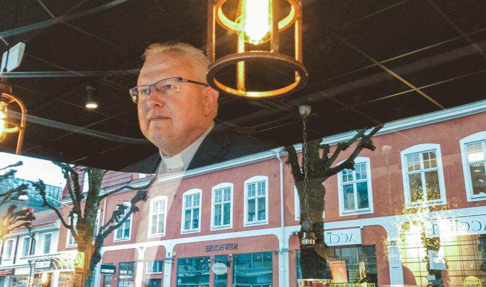Växjös nya samarbetskyrkopräst Christer Borg vill att kyrkan skapar mötesplatser för människor som kallar sig kristna men som ännu inte hittat sitt andliga hem. Bild: Lucas Mellergård