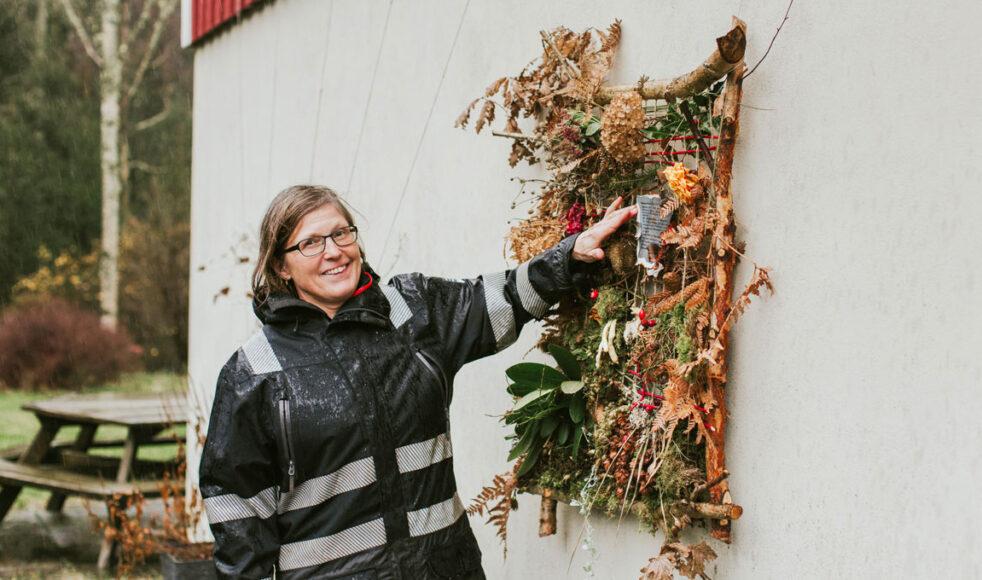 Karin Hugert förklarar att det måste finnas en balans mellan att förvalta och förbruka jorden, och att det ena inte kan utesluta det andra.
