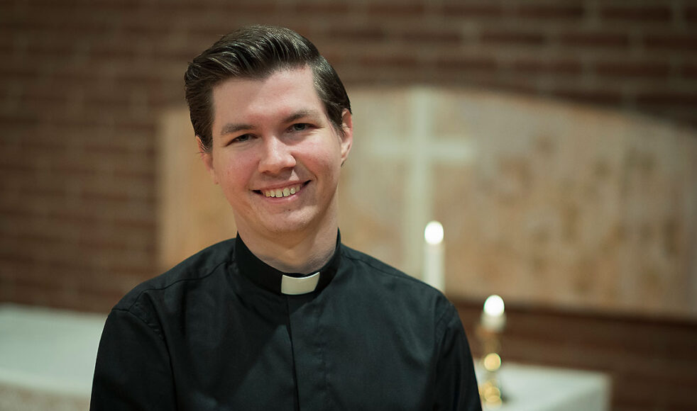 Samuel Folkesten, präst i Rörvikskyrkan, leder bibelstudiet Al Massira där konvertiter fördjupar sig i kristen tro på arabiska. Bild: Johan Ericson