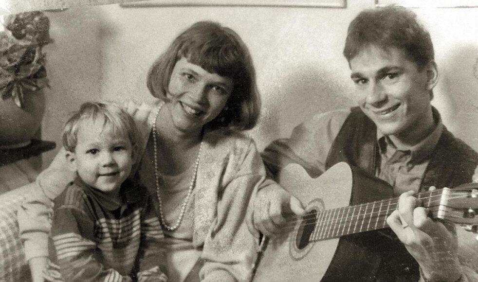 Bosse tillsammans med frun Elsa, som han varit gift med  i 35 år, och en av de tre sönerna. Bild: Privat
