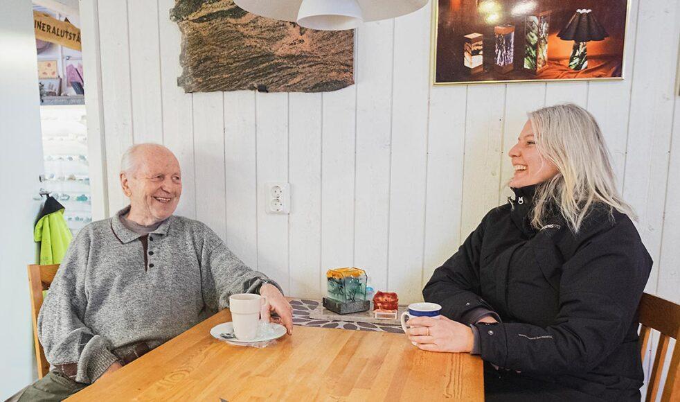 Agne Söderström startade företaget Kristallen 1982 med sin fru Barbro för att locka fler turister till Lannavaara genom bland annat guldvaskning. Maria kommer gärna förbi på en kopp kaffe för att umgås.