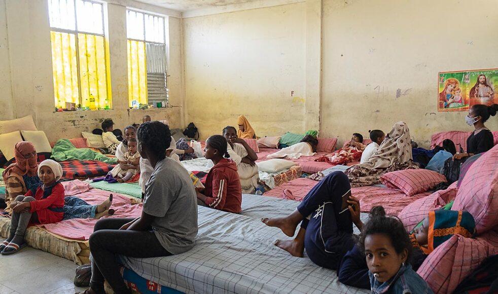 Över 2500 människor bor i internflyktinglägret »China-Ethio« i Mekelle som EFS samarbetsorganisation DASSC stödjer. Här i rummet syns madrasser och filtar som delats ut.
