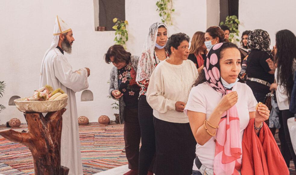 Den koptiska kyrkan har varit kritiska till programmet Nål och tråd som inte räds för att lyfta ämnen som skaver. Här tar kvinnor nattvarden i en koptisk kyrka i Anafora.