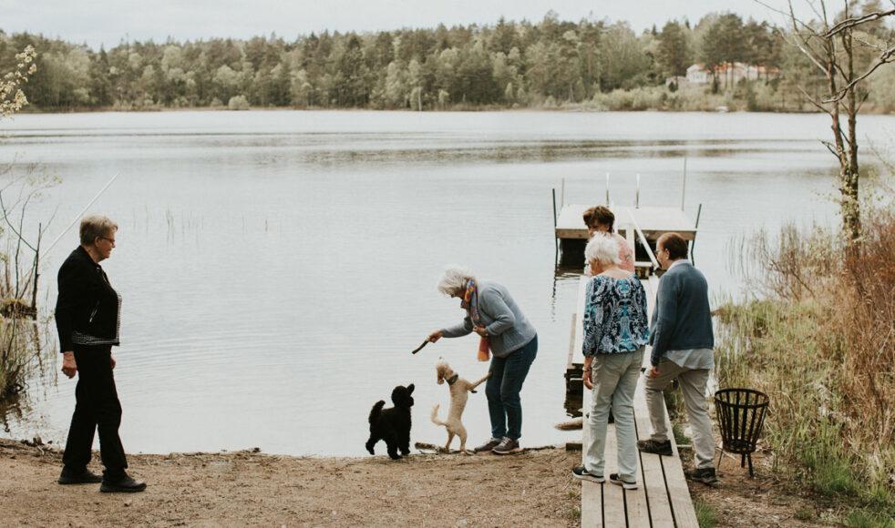 Området kring Öjersjökyrkan andas rofylldhet och flera av Skogsbadarna beskriver platsen som sitt andra hem.