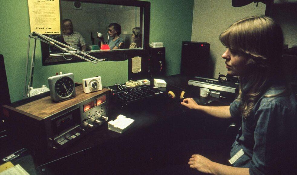 Maranata påbörjade närradiosändningar på flera platser efter att närradion införts 1979.