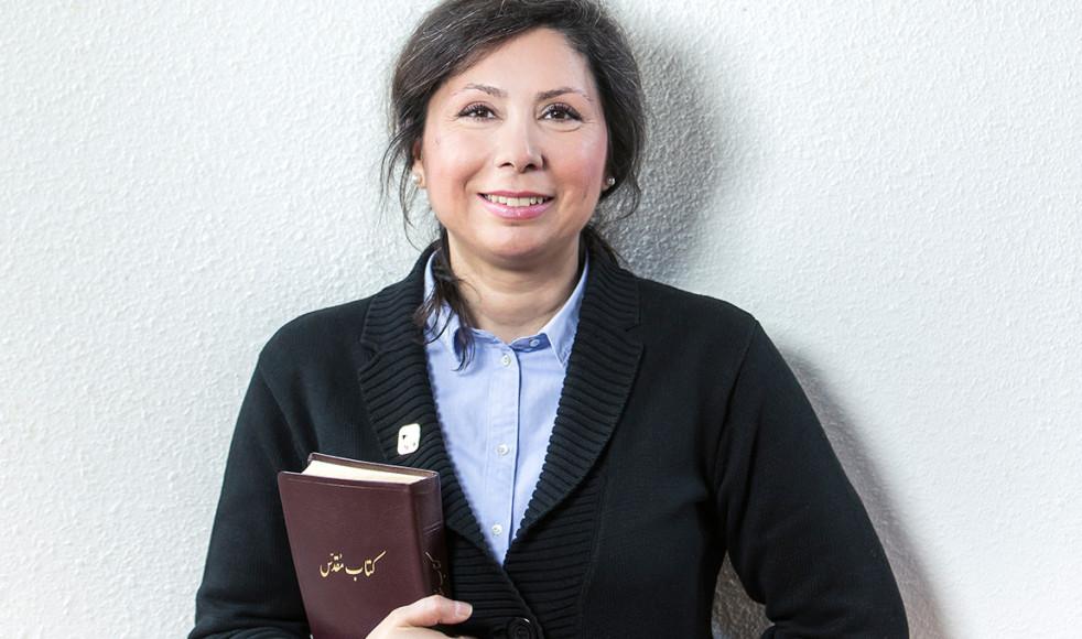 Efter familjeförtryck och flykt från Iran började Azita Saraii läsa Bibeln, och upptäckte sin starka hunger efter Gud.