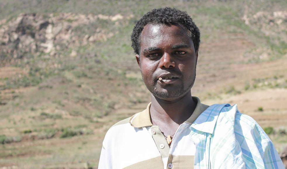 25-årige Kalal Behre berättar att koschenillsköldlöss och torka i Hintalo-Wajirat-distriktet i Tigray-regionen har slitit levebrödet ur händerna på invånarna.