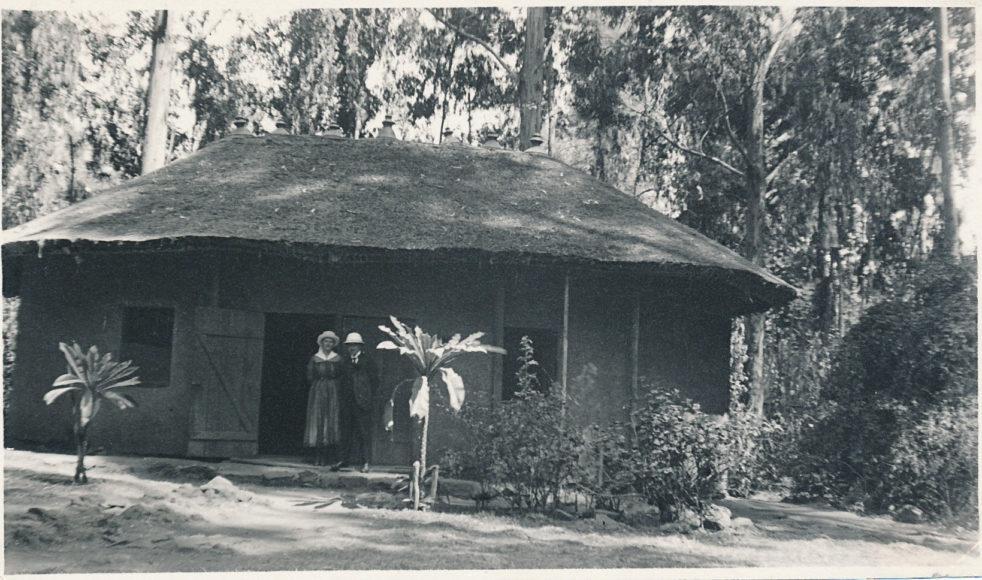 s.4. Cederquist hydda i Addis. 1920._
