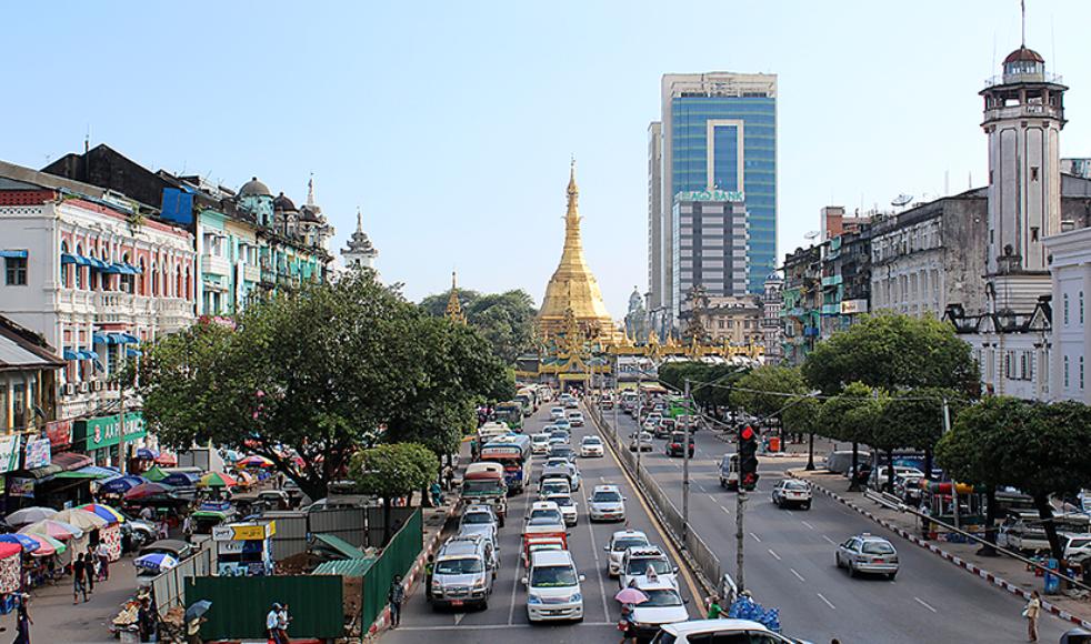Guldtornet, kallat Pagoda, är en vanligt återkommande religiös symbol som ger utrymme för bön och offrande av gåvor som pengar eller blommor.