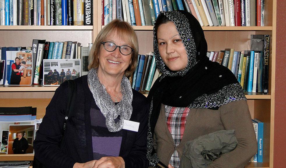 Lena Hörnlund, till vänster, har fått ta emot så mycket värme i mötet med alla de barn och ungdomar som bott på transitboendet i Levar.