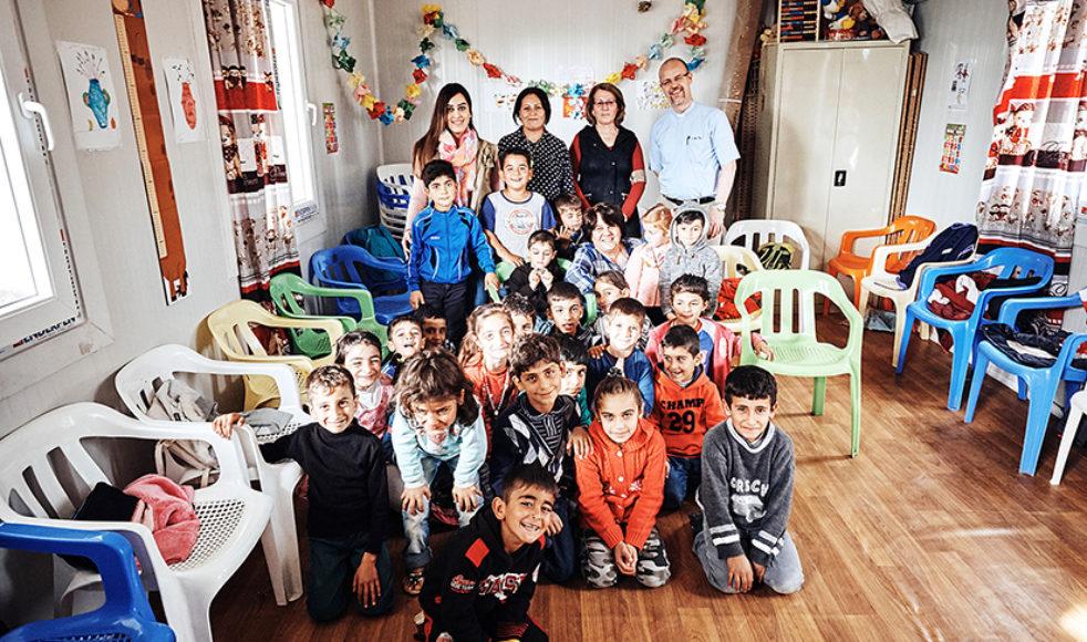 Missionssekreterare Erik Johanssons på besök på Child friendly space, en fritidsverksamhet som drivs tillsammans med den kristna organisationen Capni.