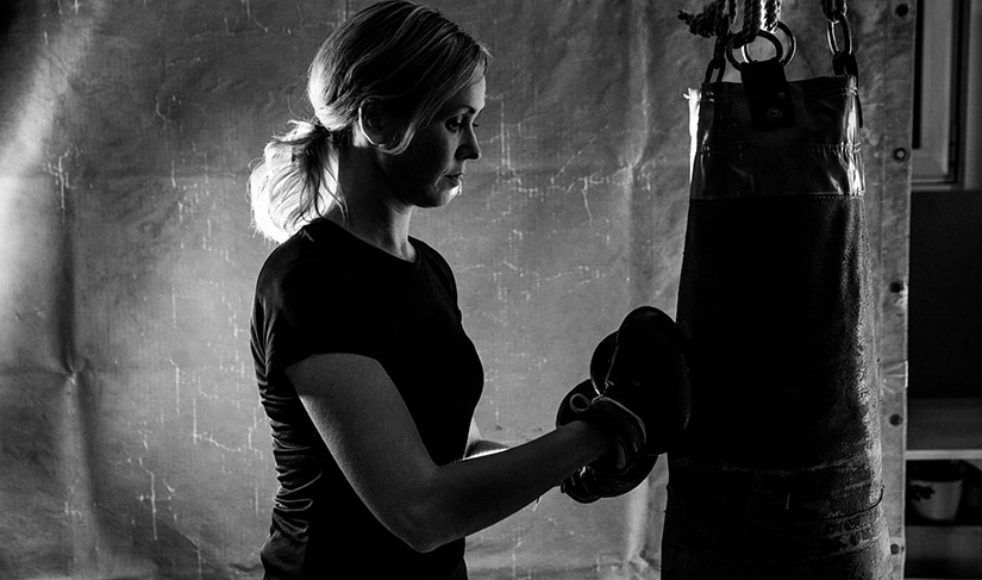 När ilskan och frustrationen slår till blir boxningen Ruths chans att släppa känslorna fria.
