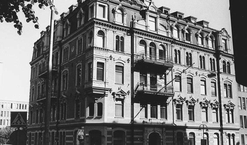 EFS köpte Tegnérgatan 34 år 1955, en ståtlig hörnfastighet som rymde både tjänstemän, hotell och förlag.