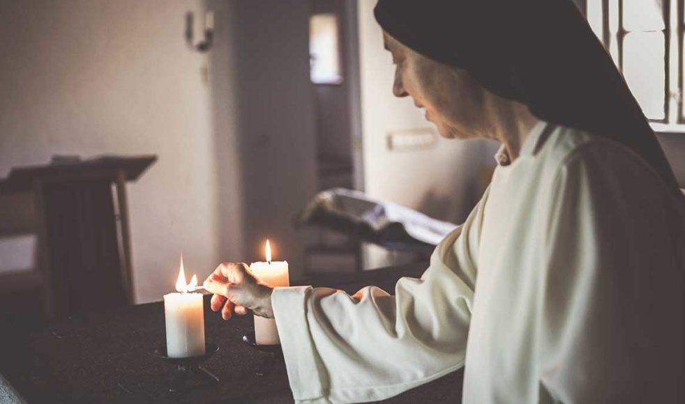 Sedan 1990 tillhör Syster Sofie dominikanorden och lever sedan 1995 på Rögle kloster.
