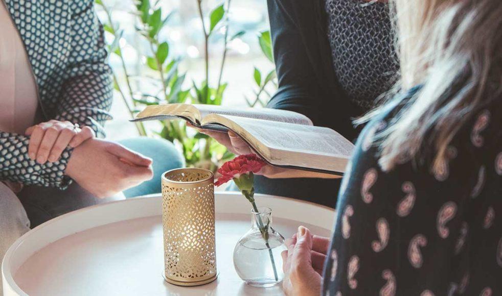 Inandning med bibelläsning och utandning med rannsakande frågeställningar är kärnan i veckoträffen.