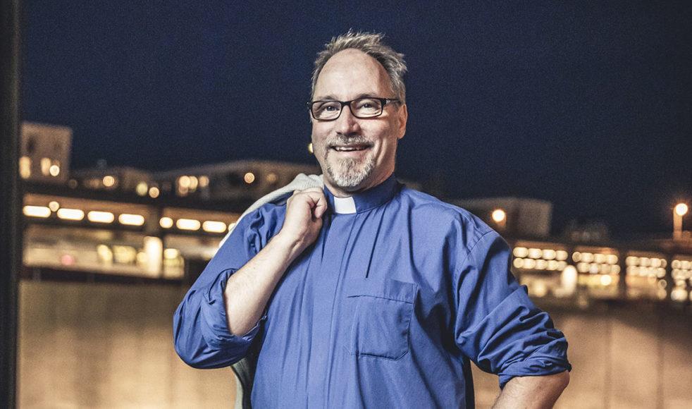 Hans Bratt möter både vilsna ungdomar och människor som tjänat mycket pengar i sitt arbete som kyrkoherde i Los Angeles.