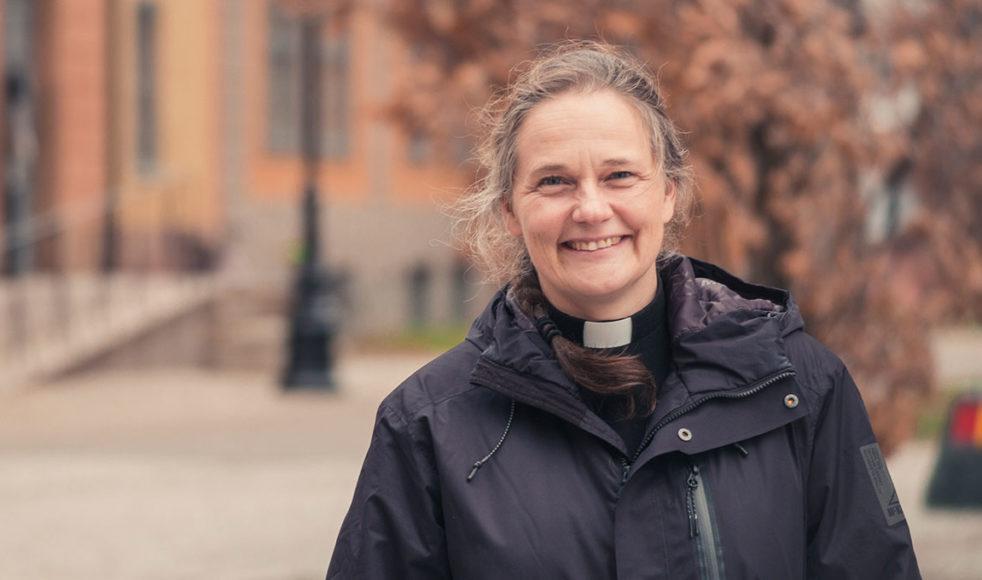 Karin hoppas att fler människor spontant ska vilja gå till kyrkan för att få stöd eller diskutera livsfrågor. Bild: Johan Ericson