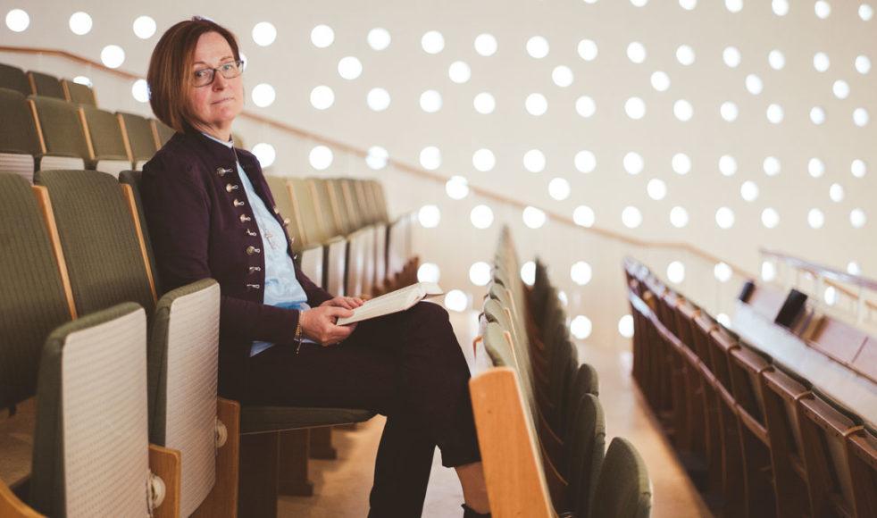 »Det är som att leva med ett handikapp.« Distriktsföreståndare för EFS Mittsverige Mia Ström berättar hur det var att växa upp som adoptivbarn.