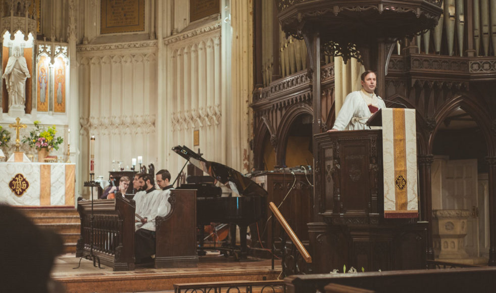 Jacob Smith i talarstolen i Calvary Church som ligger i det fashionabla området vid Gramercy Park på Manhattan.