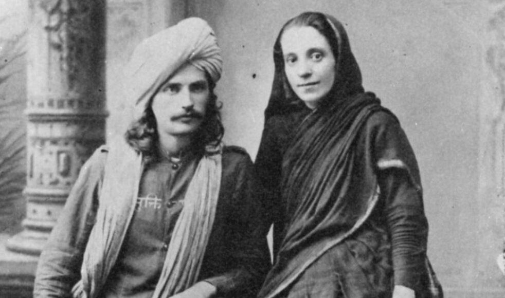 Frans Oscar och Clara Molander, iklädda den traditionella fakirdräkten, i Poona, Indien, 1896. Bilder: EFS arkiv
