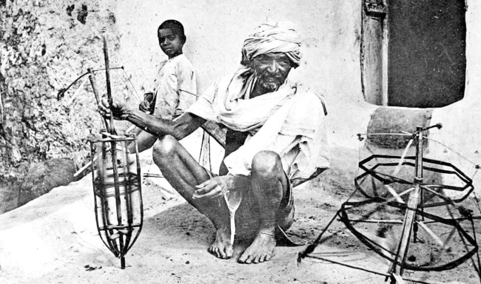 Clara och Frans arbetade bland annat bland Maharfolket, ett av de lågkastiga och fattigaste i Indien. Här en trådbindare (1916).