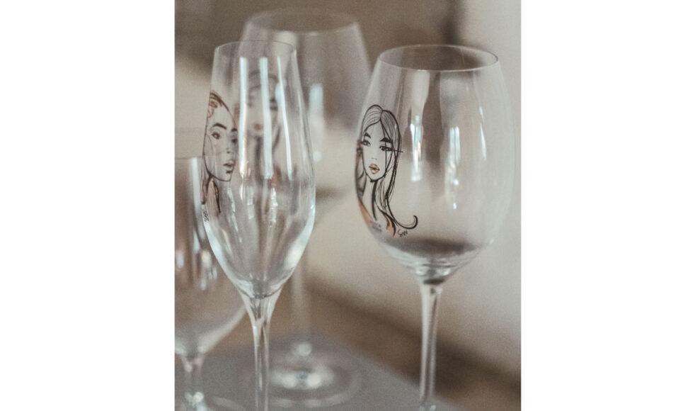 Den populära serien »All about you« för Kosta Boda har fått tre tillskott, bland annat detta champagneglas.