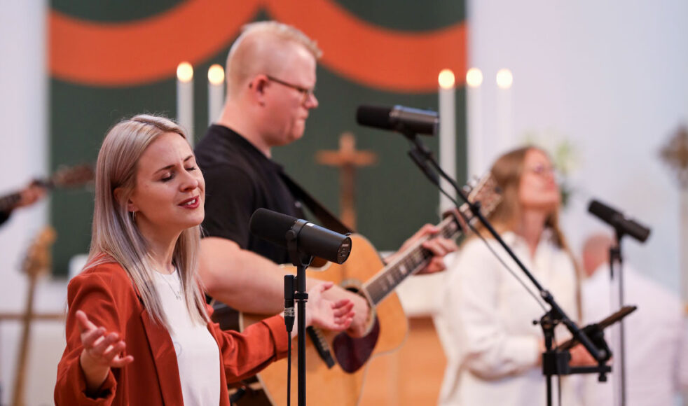 Den ekumeniska rörelsen Hope for this nation ledde rörelsen i ljuvlig lovsång. Bilder: Magdalena Vogt