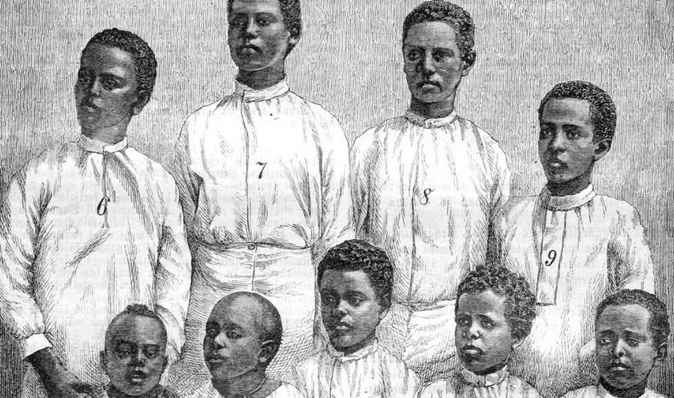 Nio elever vid Lundahls skola i Monkullo (Imkullo) 1884. Flera av dem blev senare ledare i kyrkan.