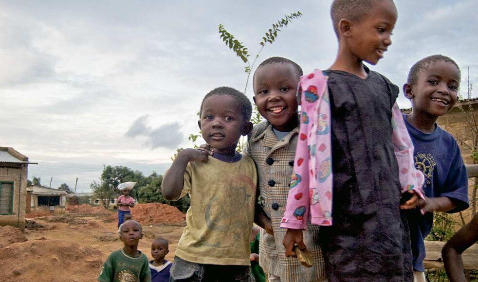 Barn i Iringa, Tanzania, får höra talas om Jesus tack vare det arbete som EFS stöttar där. Bild: Markus Holmström